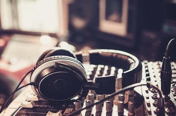 ycd atmosphere, אוזניות, מוזיקה לעסקים, למסעדות